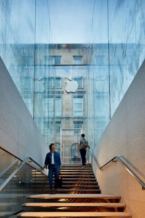 LEEM WONEN Apple Piazza Liberty stairs