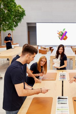 LEEM WONEN Apple Piazza Liberty today